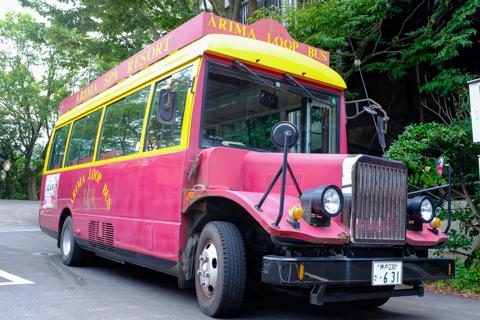 龍泉閣のボンネットバス